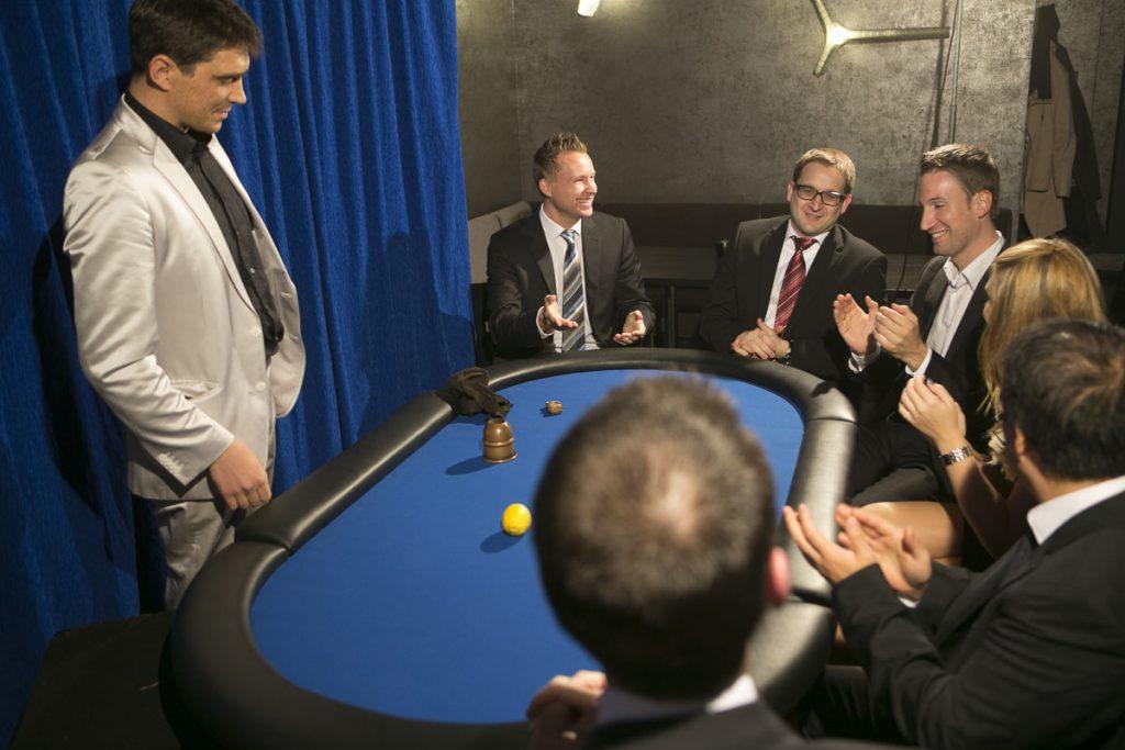 Close-up Zauberei exklusiv am Pokertisch